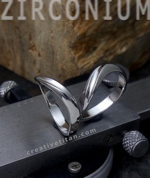 純チタンのペアの指輪